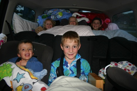 6 kids in car roadtrip 2 IMG_7073-001