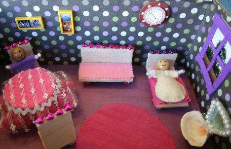 G's shoebox dolls house IMG_8279