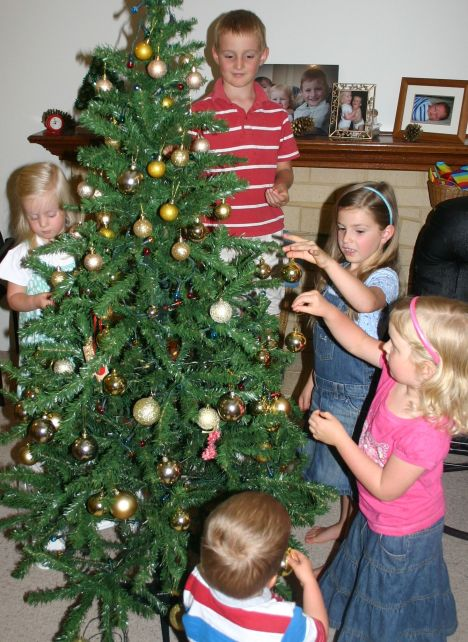5 decorating Christmas tree 2012 IMG_7268