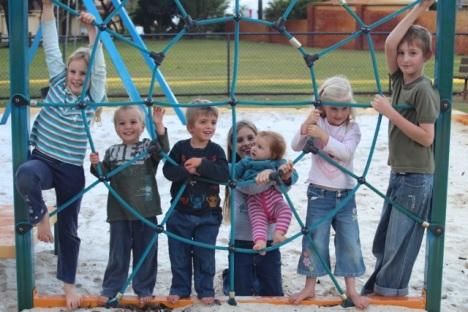 7 kids at park